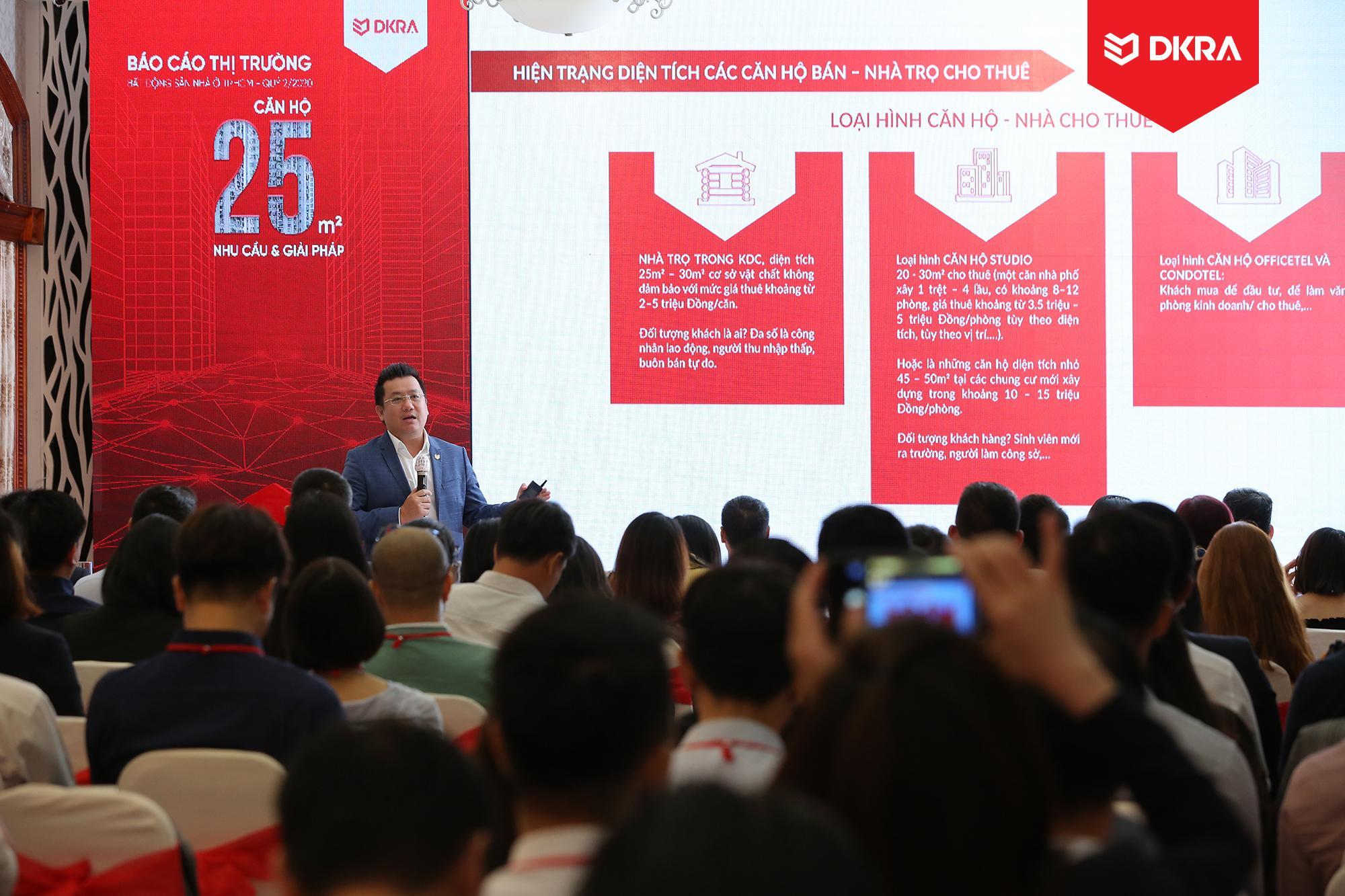 """Ông Phạm Lâm - CEO DKRA Vietnam trình bày chủ đề chính """"Căn hộ 25m2 - Nhu cầu & giải pháp"""" tại sự kiện."""